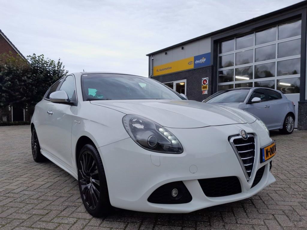 Alfa Romeo-Giulietta-thumb